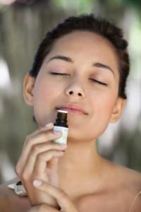 Prendre soin de la peau avec les huiles essentielles